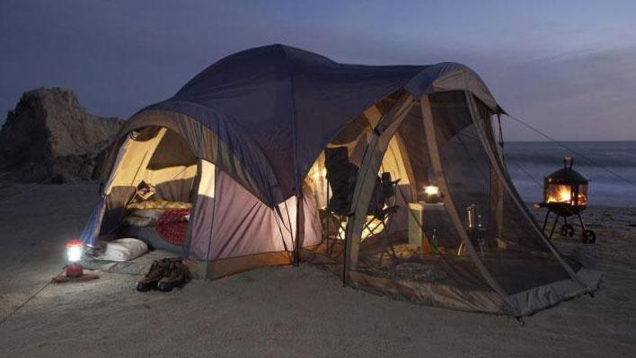 tenda da campeggio in set